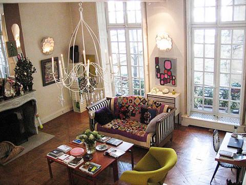 Det här hemmet ligger i Paris och det är förstås i modets huvudstad som denna haute couture-designer bor. Vem är han?
