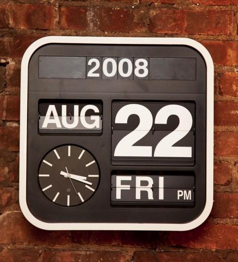 Den här snygga klockan vet jag att Habitat säljer.