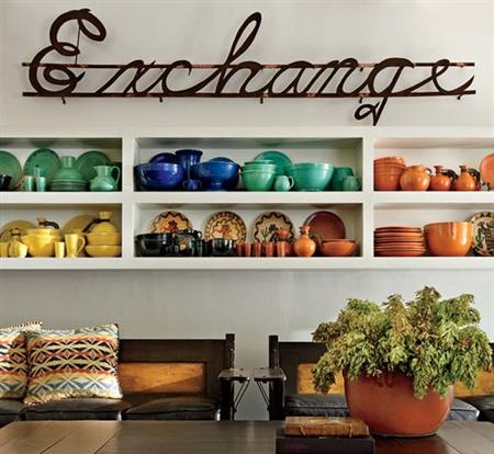 Exchange-skylt hemma på väggen hos Diane Keaton