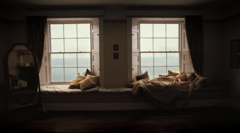 En fönsterbänk bred nog att ligga två i hade inte varit fel.
