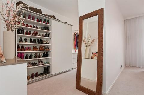 Många vackra skor, de följer dock inte med i köpet...