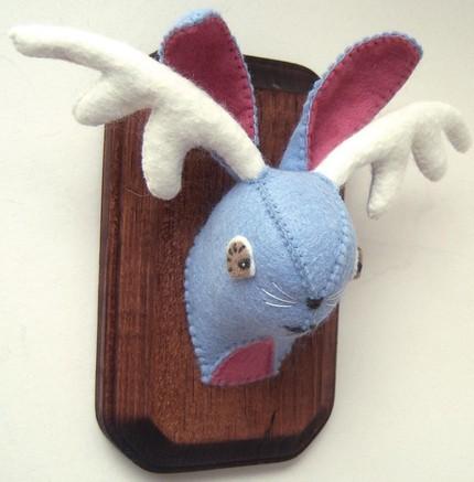 """Lite """"feltidermy"""" istället för taxidermy? Den här söta lilla krabaten finns att köpa på girlsavage.etsy.com."""