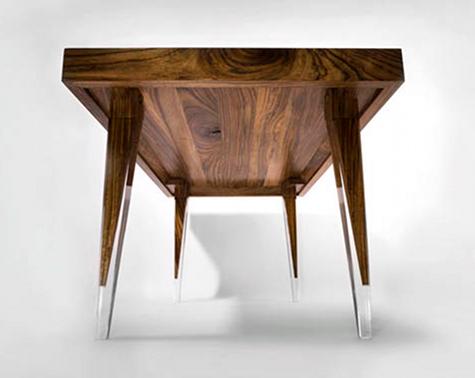 På håll ser bordet ut att flyga!