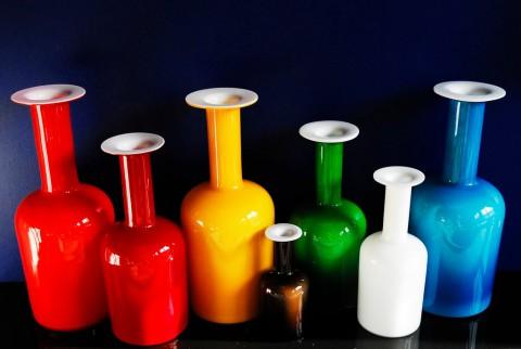 Holmegaard-vaser i starka färger.