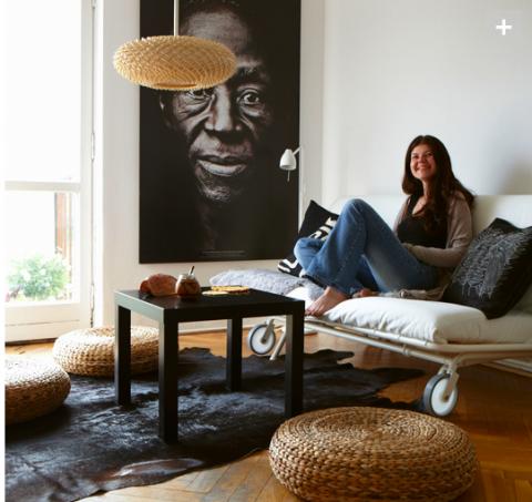 Trots att man känner igen allt på bilden från IKEAs katalog så har rummet en personlig känsla. Imponerande!