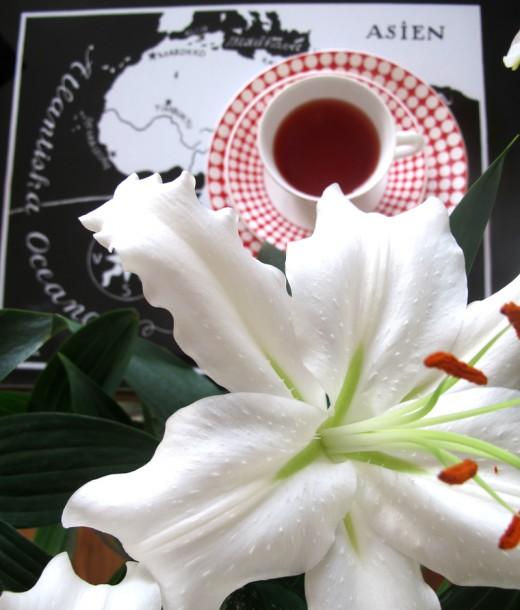 Har en stor bukett liljor hemma, finns det nåt pampigare? (Eller....klyschigare?)