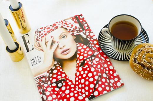 Nyaste ELLE med finaste prenomslaget, en nybakt bulle och en kopp te. Foto: Maria Soxbo/Husligheter