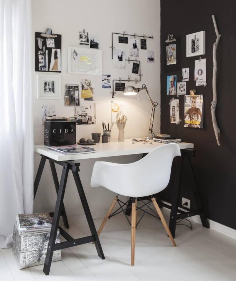 Vid arbetsplatsen blir en svart vägg en snygg anslagstavla att hänga upp inspirationsbilder på. Måla med griffelfärg så kan du dessutom anteckna direkt på väggen.