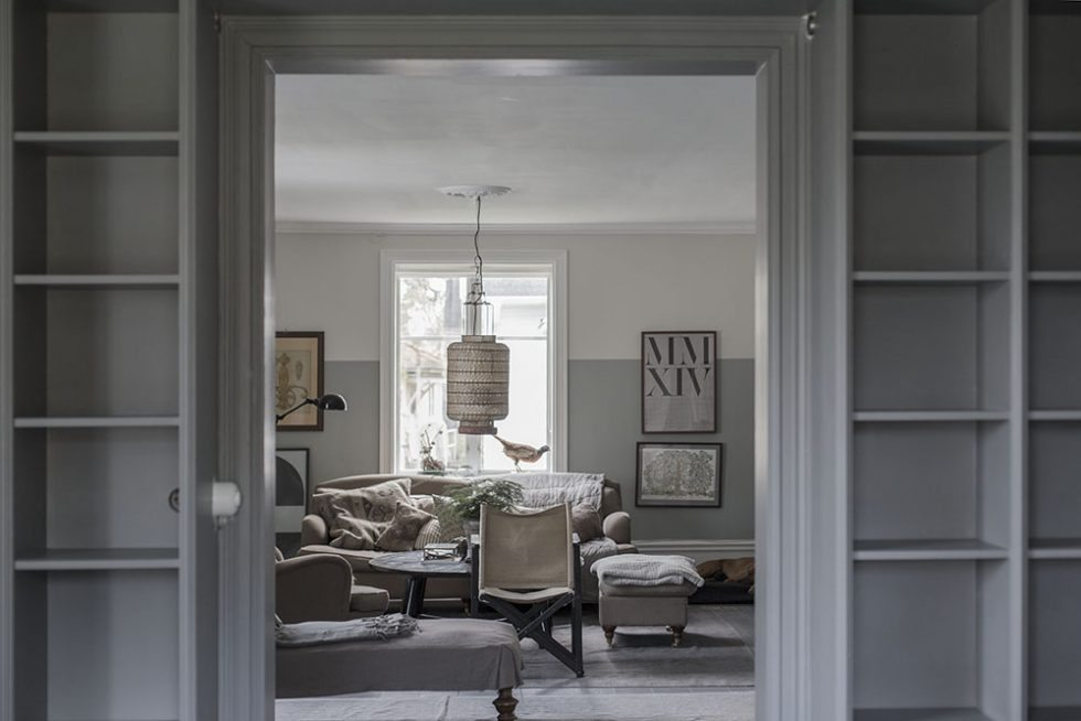 Måla bokhyllan grå i samma färg osm väggen – Strenghielm – Husligheter