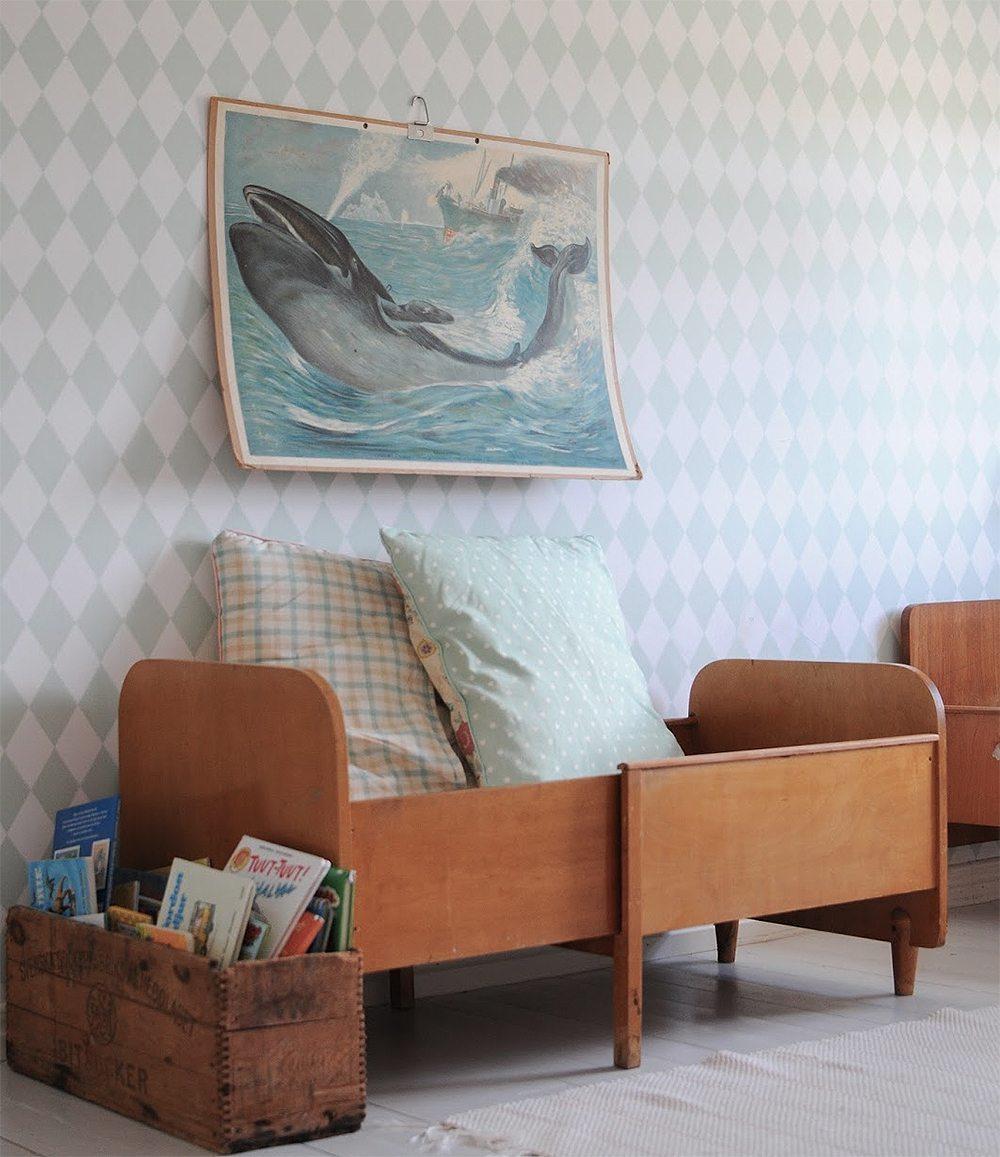 Skolaffisch på väggen i barnrummet – Husligheter