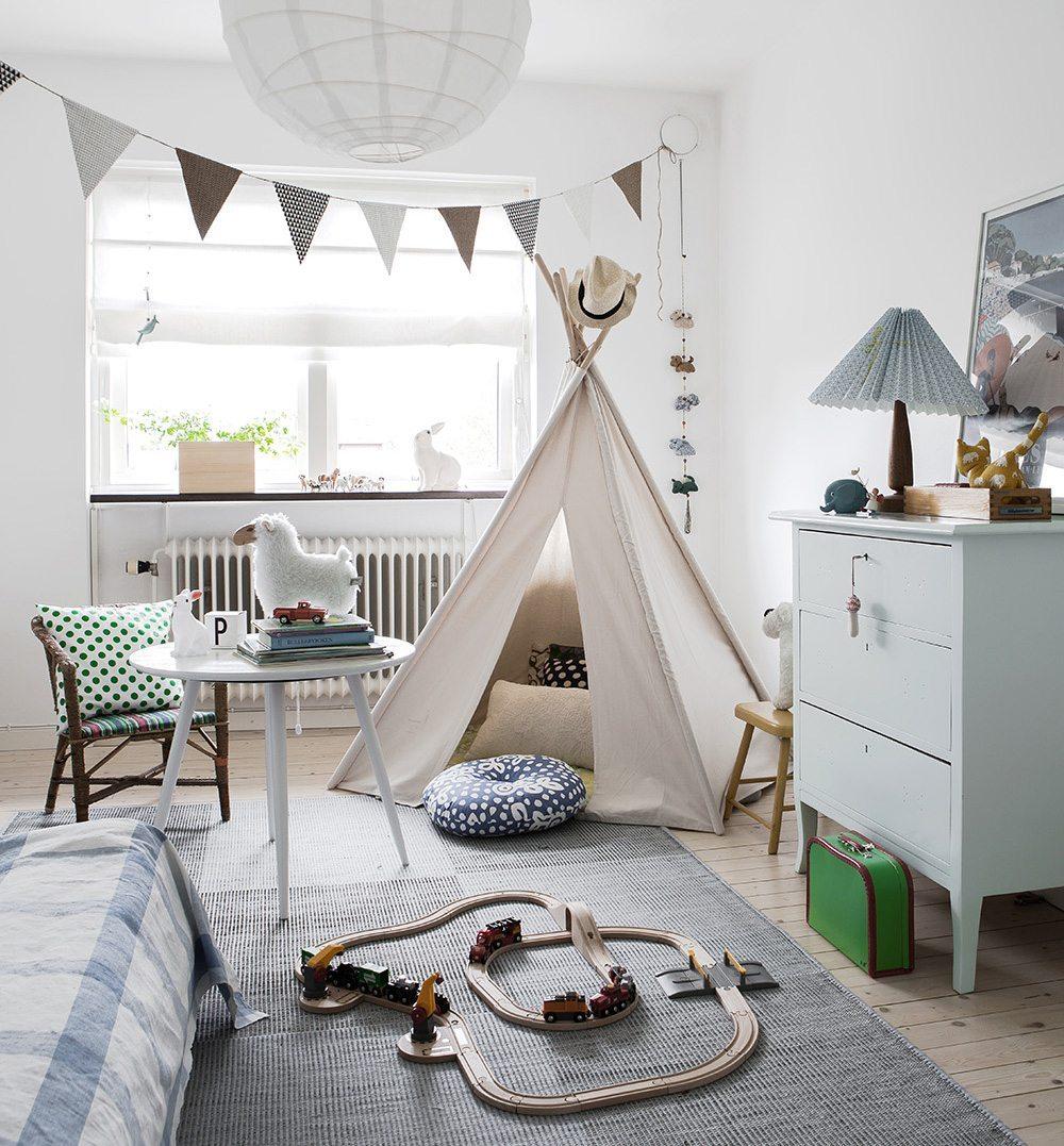 Tält i barnrummet, Daniella Witte – Husligheter