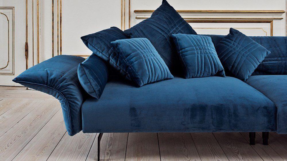 Blå sammetssoffa Piia från Bolia – Husligheter