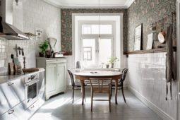 Johanna Bradfords kök med tapeten Pimpernel från William Morris – Husligheter