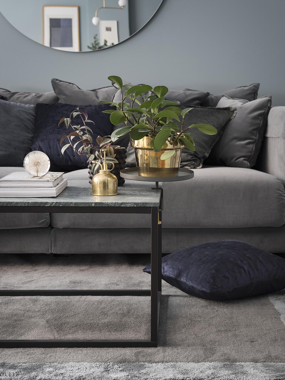 snickeriet sammet kuddhav och den perfekta bl f rgen. Black Bedroom Furniture Sets. Home Design Ideas