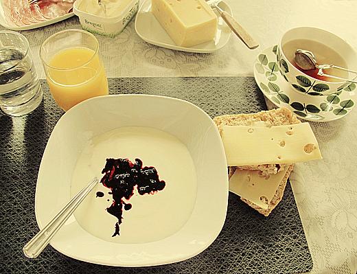 Första kvällen dracks det rosa bubbel, åts delikat hemlagat och pratades en massa. Nästa morgon blev det finfrukost och te i Bersåkopp.