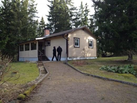 Stefans sommarhus, när det precis var nyköpt. Foto lånat från Stefans blogg.