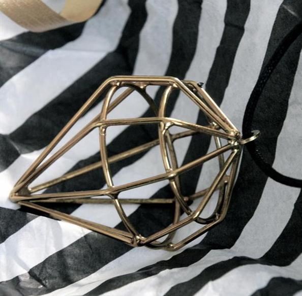 Diamanthänge från Louise Roe. Klicka för att shoppa.