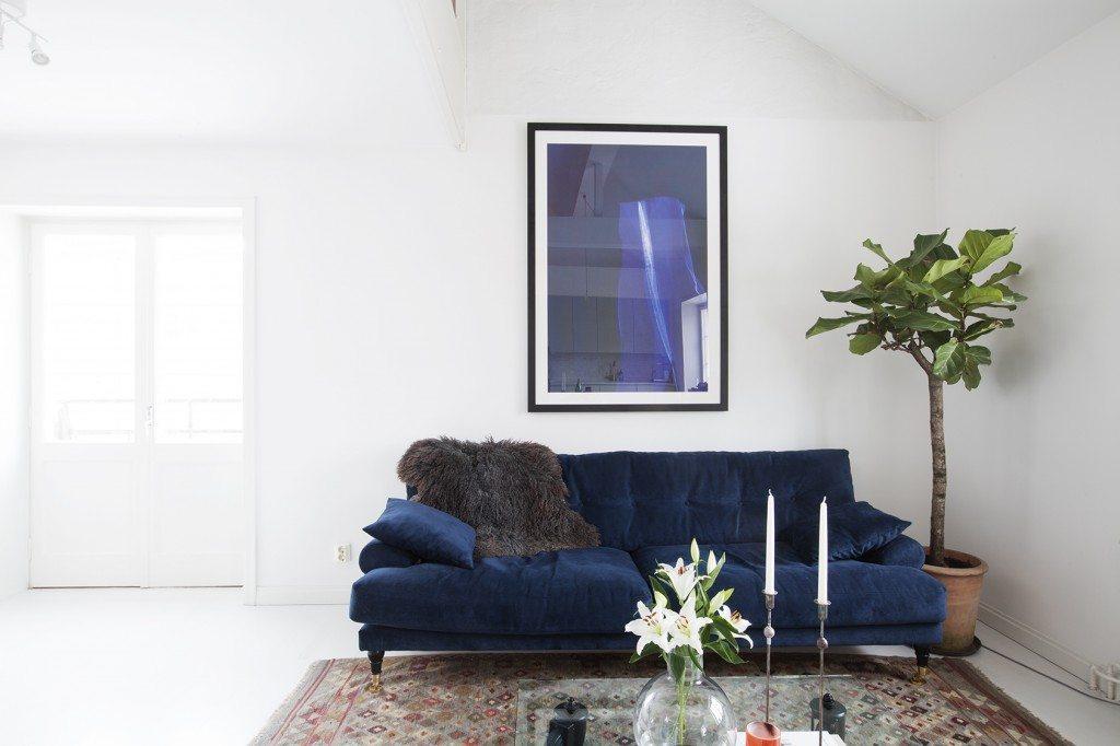 Nykomna En alldeles fantastisk mörkblå soffa i sammet att drömma om XS-43