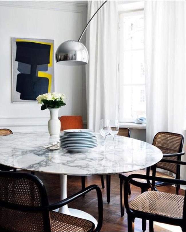 Marble Tulip table, Thonet chairs, art – Husligheter