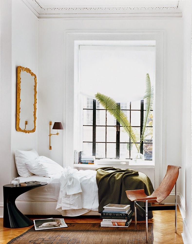 Leather chair, bedroom, gold frame, window, green blanket – Husligheter
