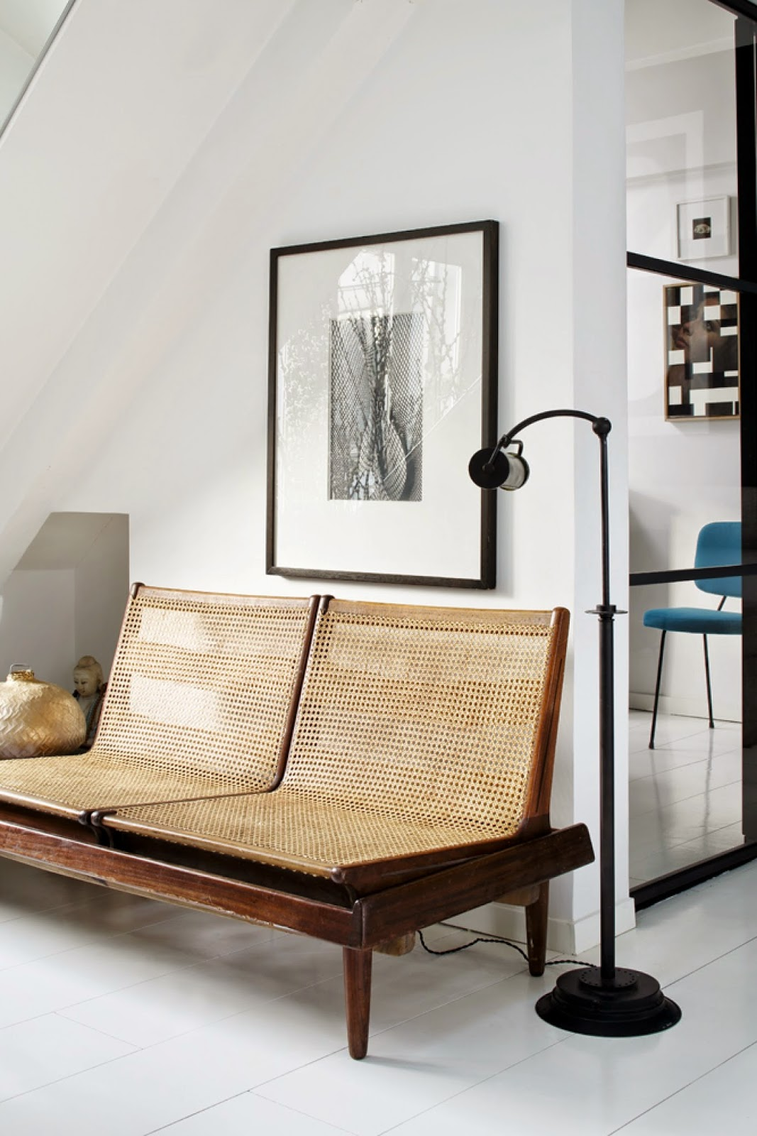Rattan sofa, black and white, rotting – Husligheter