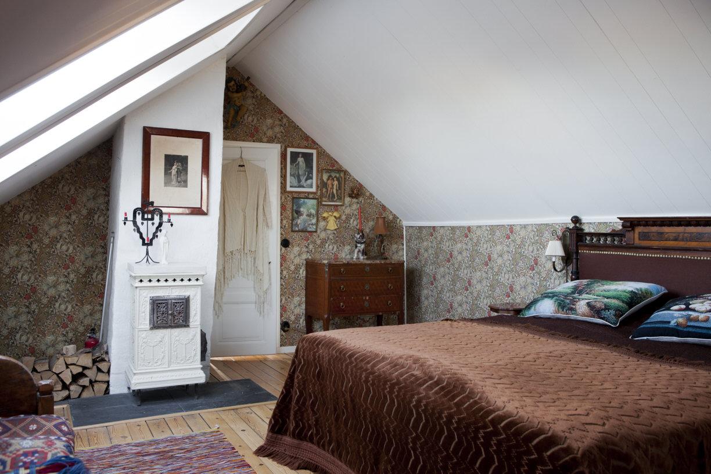 Sovrum med snedtak på Villavägen 3, Åkarp (Bolaget) – Husligheter