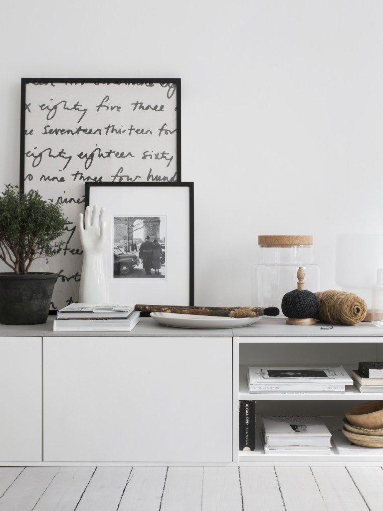 Klinker 60x60 som skiva på tv-bänk gjord av väggskåp från IKEA – Livet hemma – Husligheter