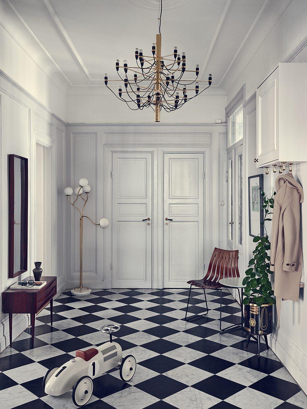 Inreda hall - rutigt golv- Joanna Laven – Husligheter