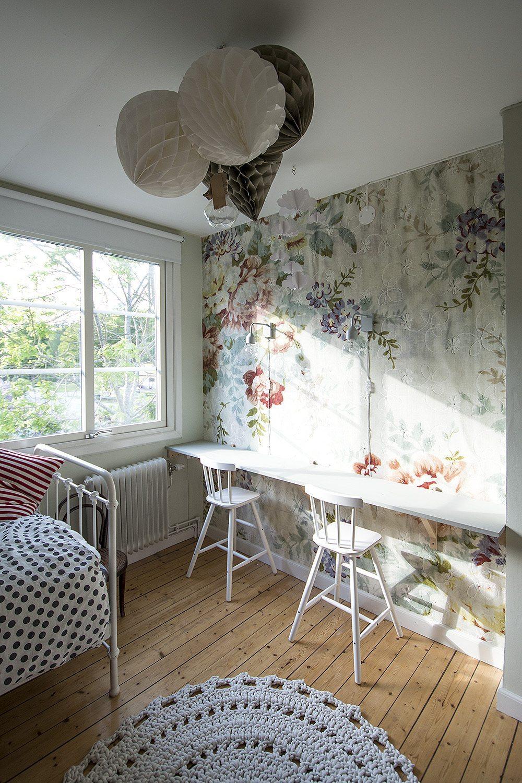 Barnrum med Blossom från Mr Perswall tapet, pompoms – Husligheter