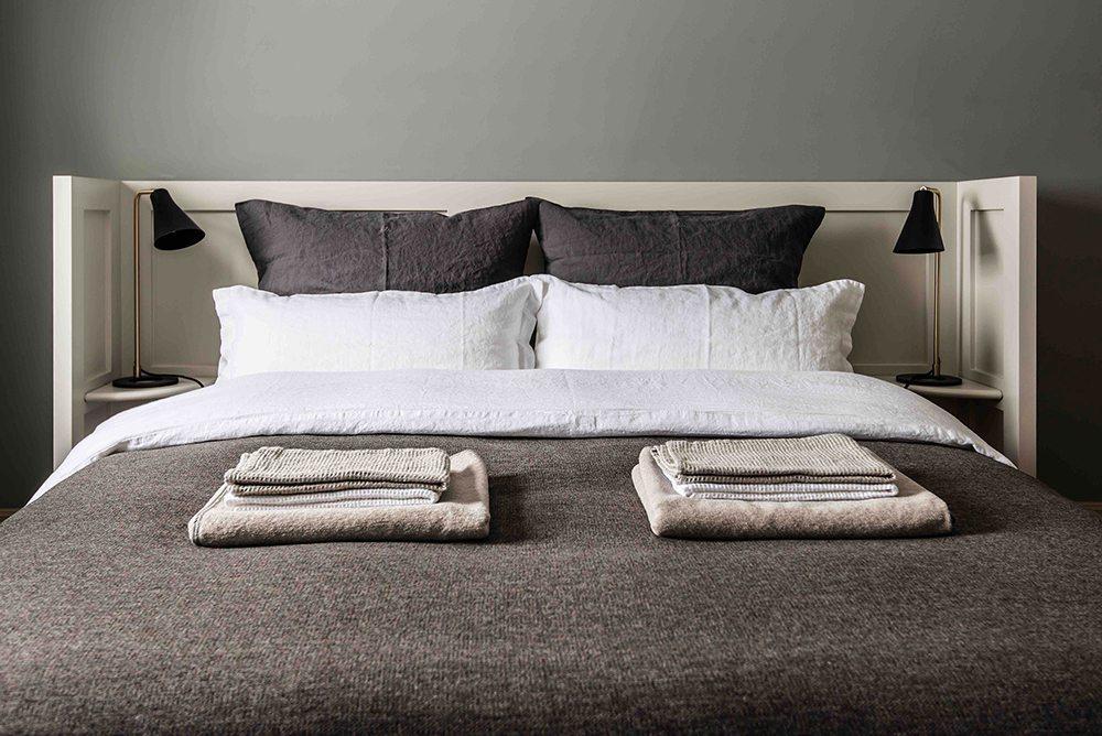 Sänggavel - Husligheter