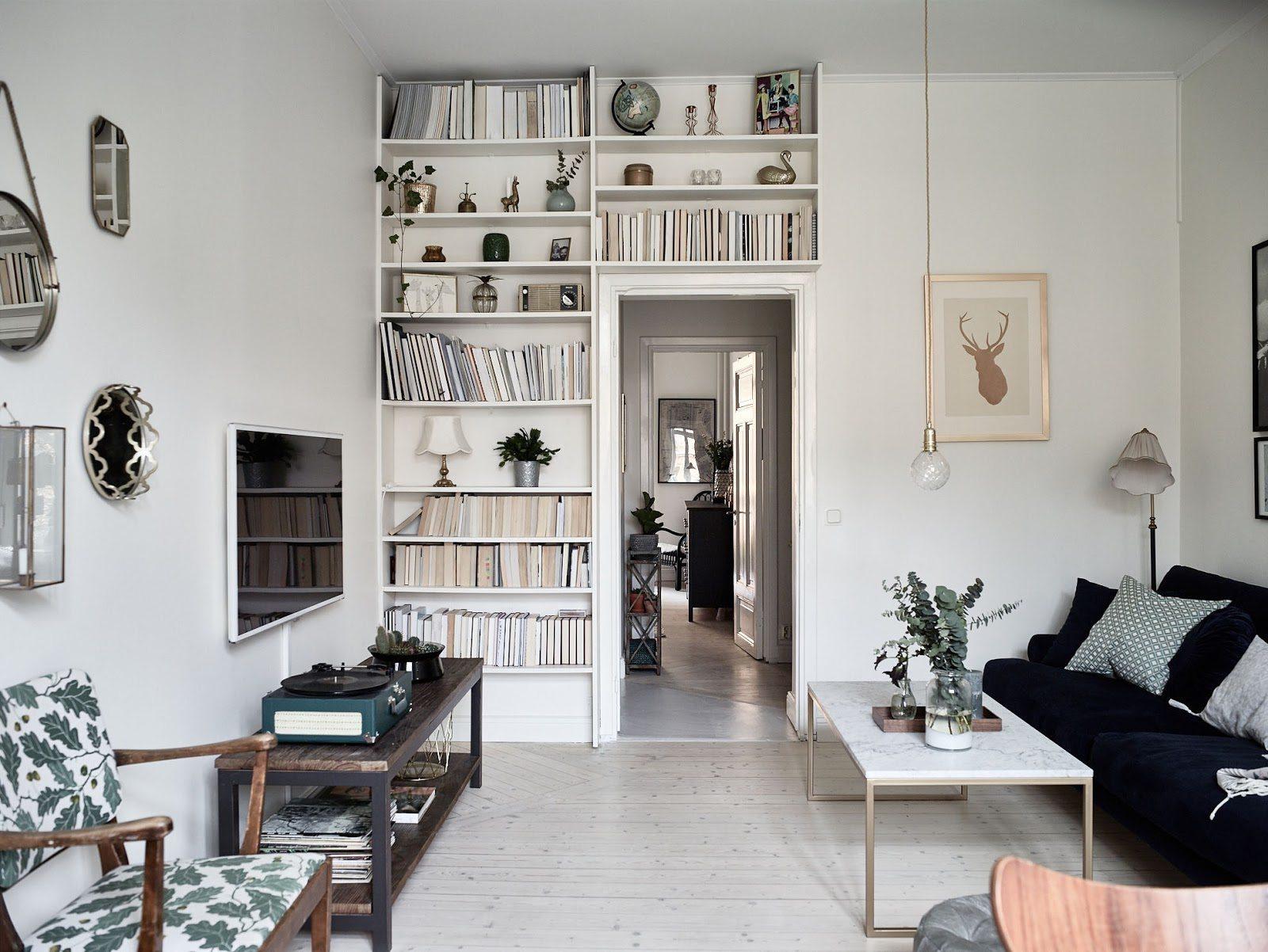 Platsbyggd bokhylla och annan förvaring • Husligheter