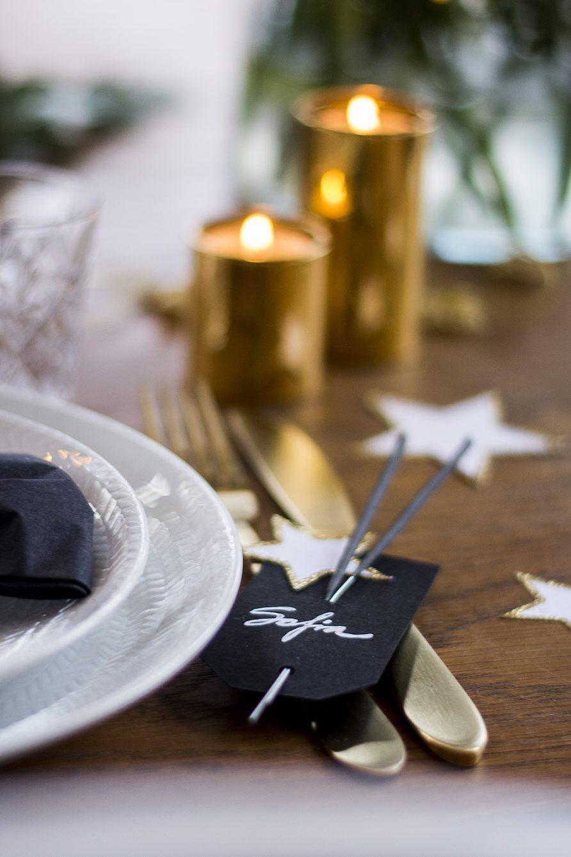 Nyårsdukning bordsplacering med tomtebloss – Husligheter