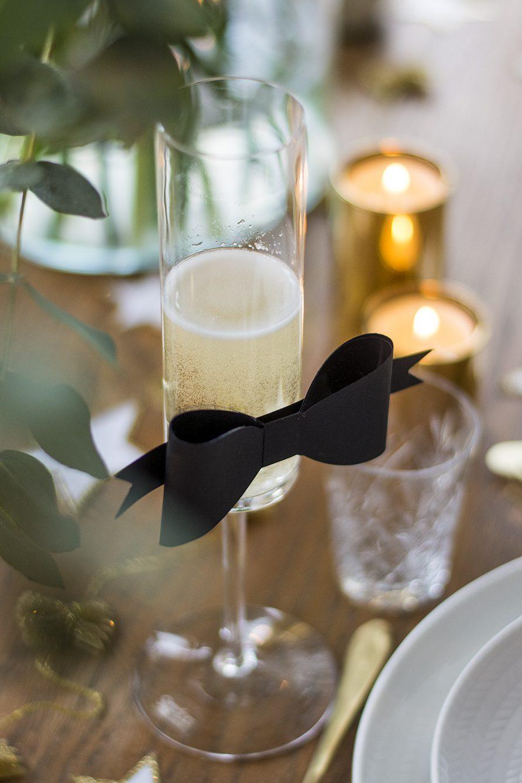 Nyårsdukning paketrosett på champagneglaset – Husligheter