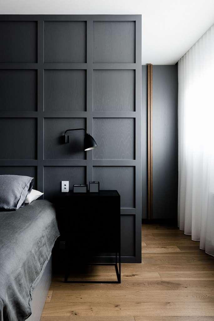 Mörkt sovrum med lister – Husligheter