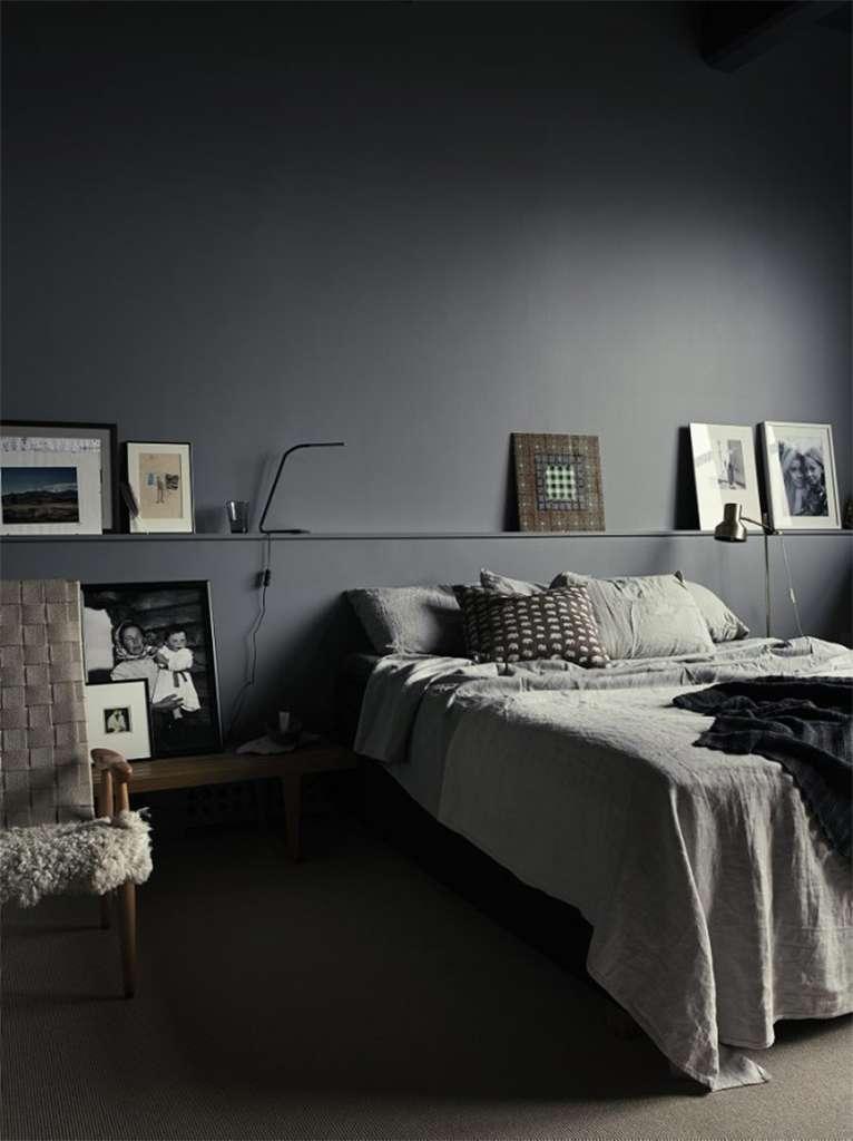 Mörkt sovrum hemma hos Pia Ulin – Husligheter