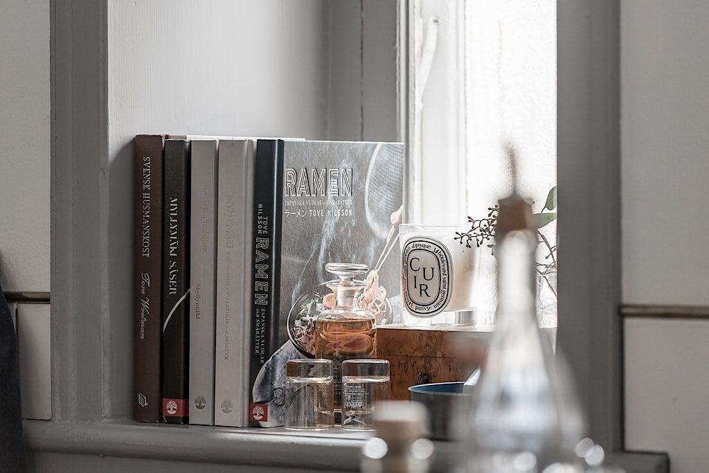 Kokböcker i fönster – Husligheter