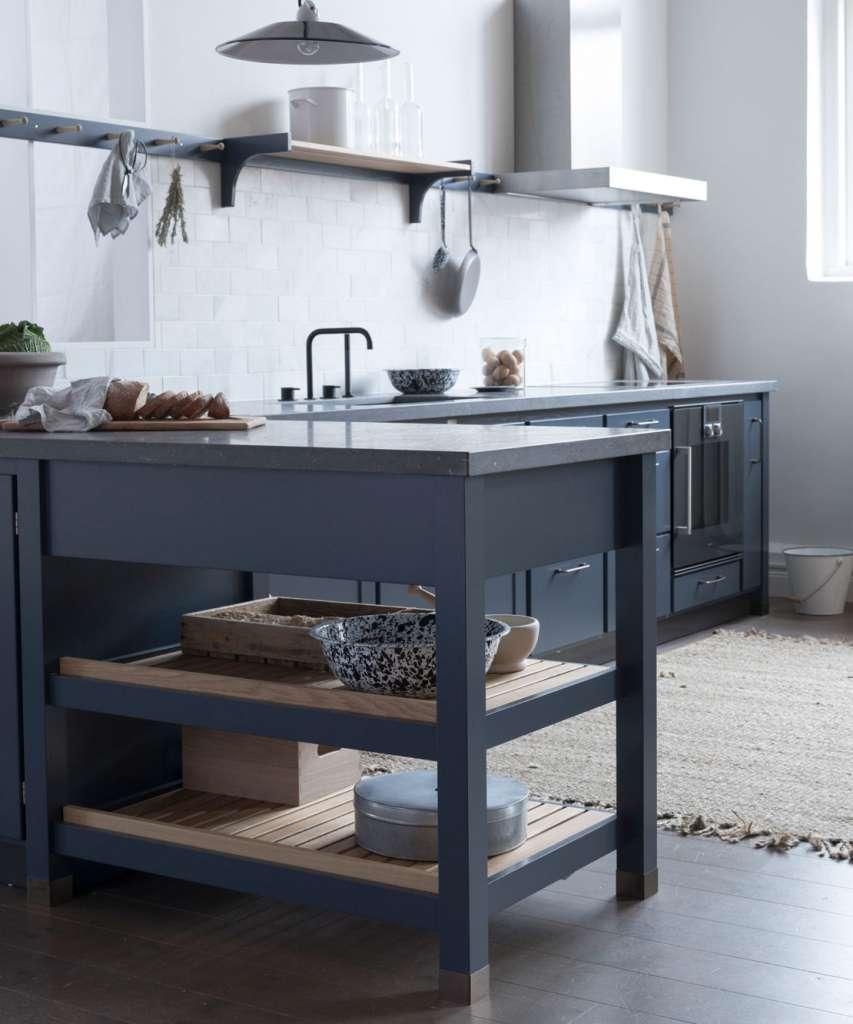 Kvänum Cool Classic kök med bänkskiva i kalksten – Husligheter