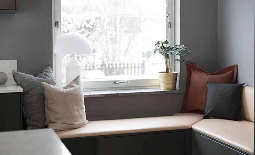 Sittbänk i köket hemma hos Frida Fahrman