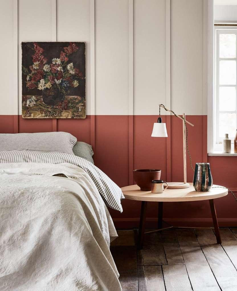 Tuscan Red och French Grey från Little Greene och en långrandig panelvägg.