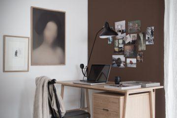 brun fondvägg i kontorshörnan