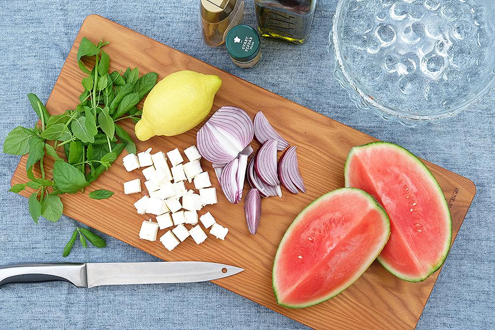 Vattenmelonsallad med rödlök och fetaost – Husligheter