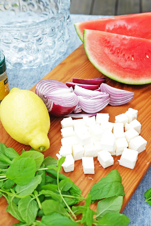 Vattenmelonsallad med fetaost, rödlök och mynta – Husligheter