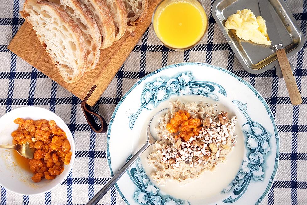 Frukostfamiljen: Gröt à la Chez Grundmanns med kardemumma, mullbär och hjortron
