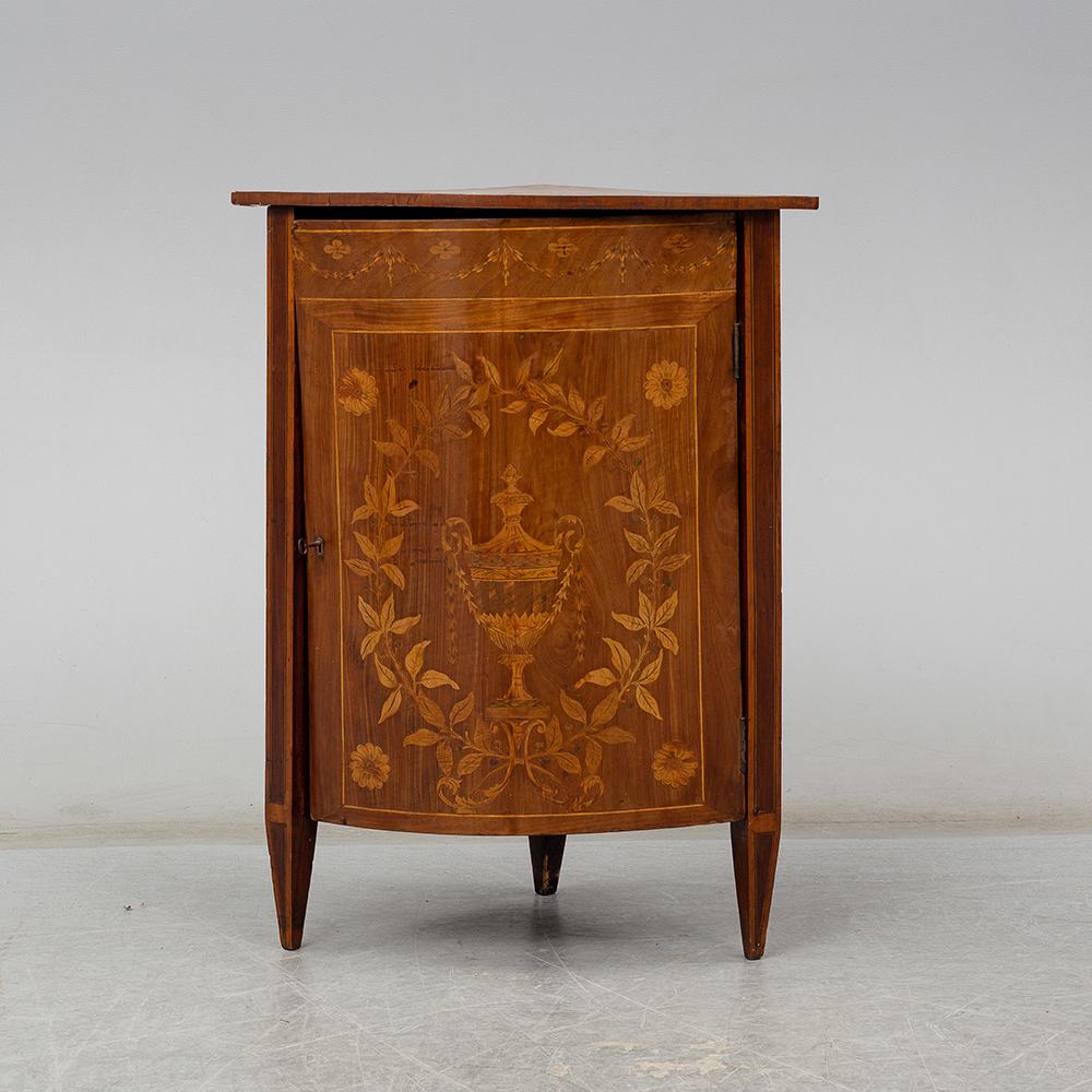 På besök i möbelverkstaden – där skåpet och stolen får nytt liv!